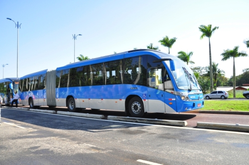 Exemplo de BRT articulado que circula em faixa exclusiva
