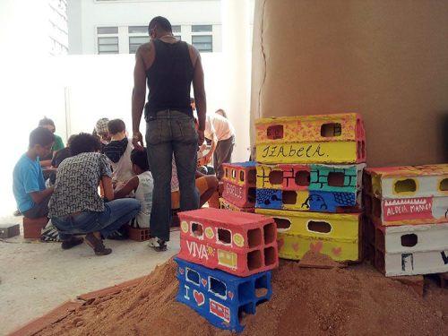 Na Oficina Morrinho, visitantes do museu participaram da construção da maquete